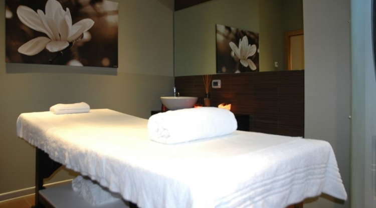V-ELL Beauty World Unisex Spa