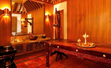 Banjara Hills: Full Body Massage with Pain Relief Oil and steam bath with Doctor consultation