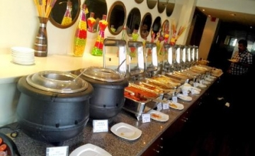 Lavish 34 Items Unlimited Lunch Buffet